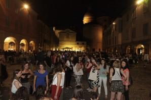 In tantissimi al terzo Mercoledì Rosa: la voglia di godersi la città in orario serale è grande